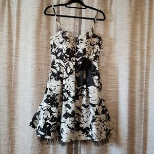 5/$25 NW Collection Strapless Dress Black Ivory 10